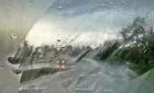 车窗起雾 吹啥风?